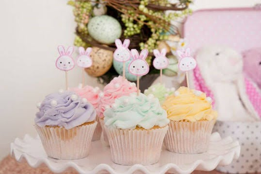 Mesversário Páscoa decoração de mesa com cupcakes6