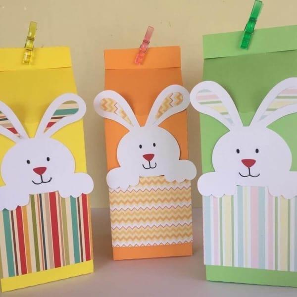 Papeis coloridos para fazer lembrancinhas de Páscoa na escola