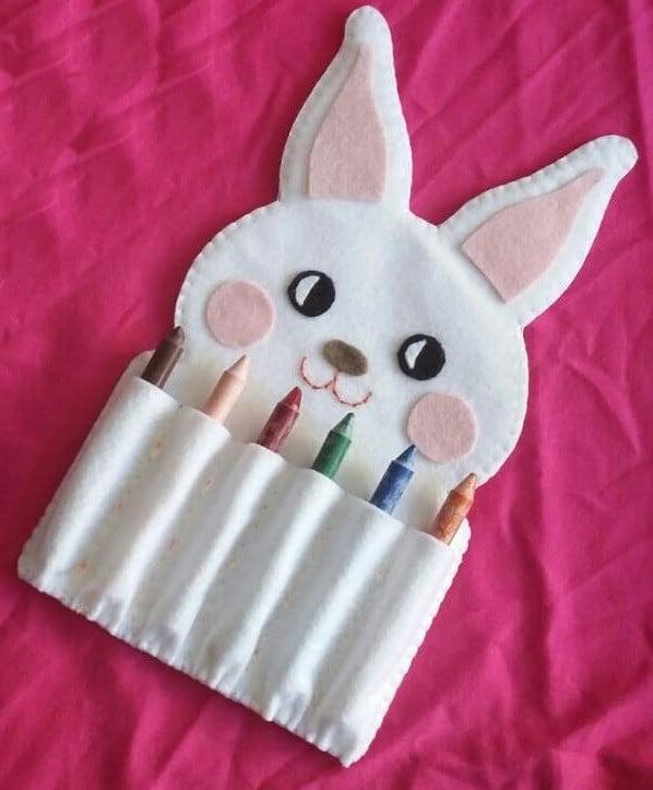 Porta giz de cera em forma de coelho
