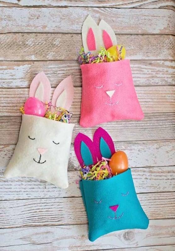 Saquinhos de coelho feitos de feltro
