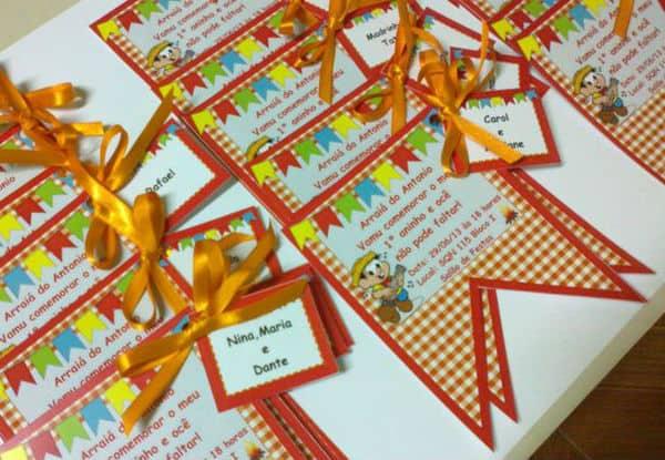convite festa junina infantil bandeirinhas