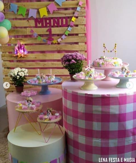 decoração rosa de mesversário junino