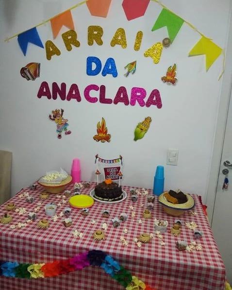 decoração simples de mesversário de menina
