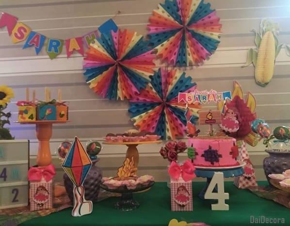 decoração de festa de mesversário simples de menina