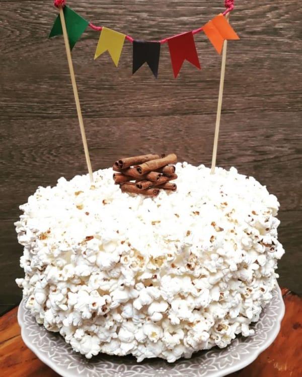 bolo de pipoca para festa junina de mesversário