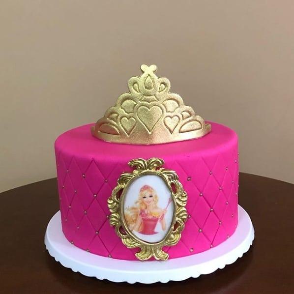 bolo da Barbie de pasta americana pink com dourado