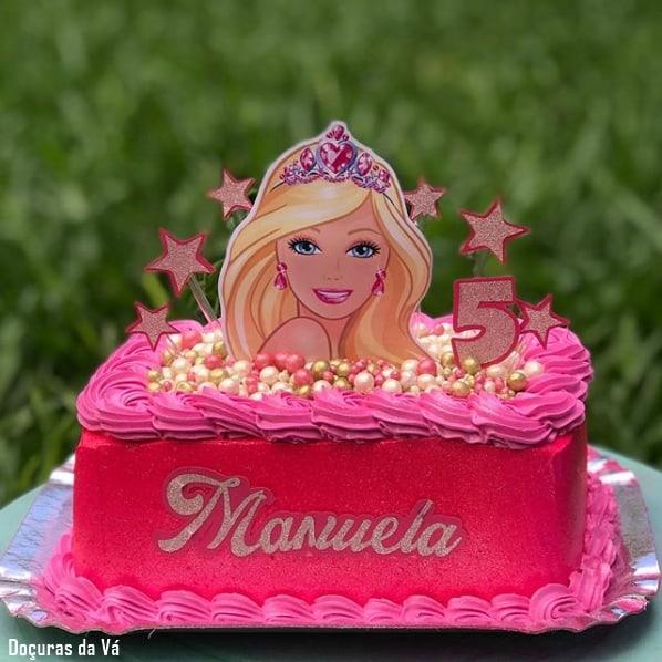 bolo quadrado pink com toppers da Barbie princesa