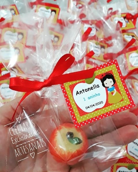 mini sabonete de maçã para lembrancinha da Branca de Neve