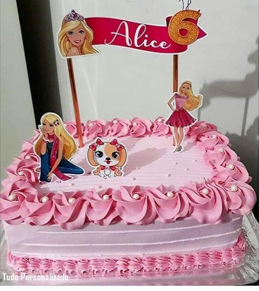 bolo simples e quadrado com topos da Barbie