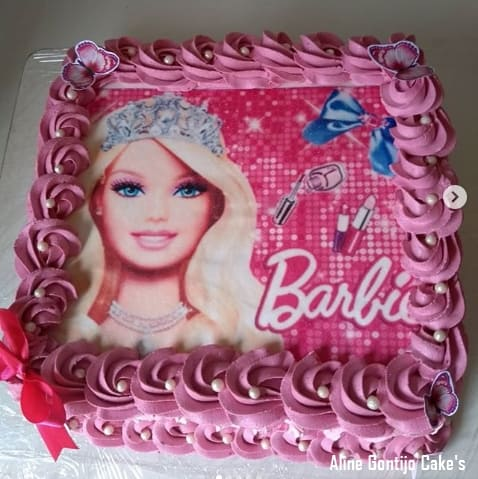 bolo quadrado com papel de arroz da Barbie