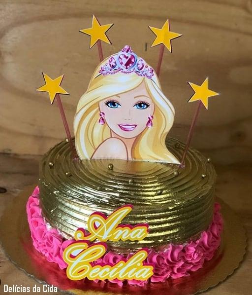 bolo da Barbie redondo e dourado