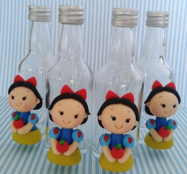 garrafas decoradas em biscuit para lembrancinha Branca de Neve
