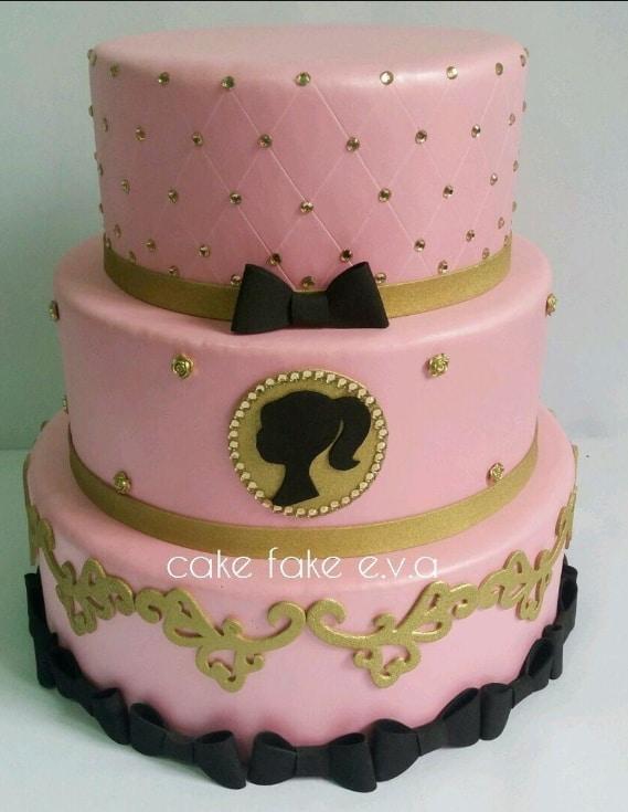 bolo fake de 3 andares da Barbie