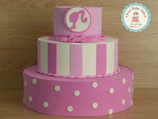 bolo fake decorado em EVA rosa e branco