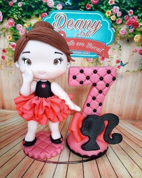 modelo de topo de bolo da Barbie em biscuit