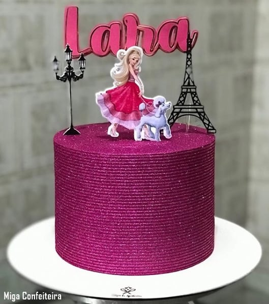 bolo glow cake com topper da Barbie Paris