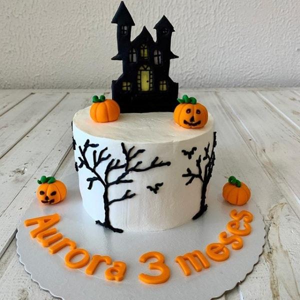 bolo decorado para mesversario Halloween