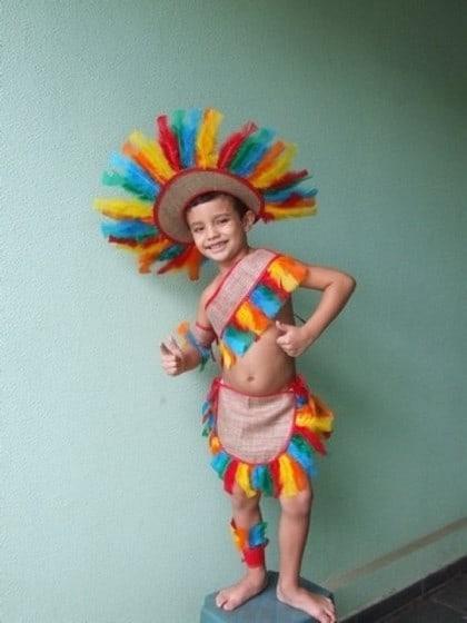 fantasia de indio infantil colorida