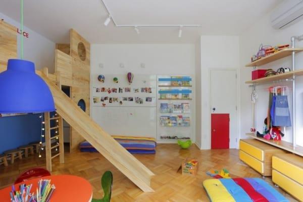 Brinquedoteca com piso de madeira