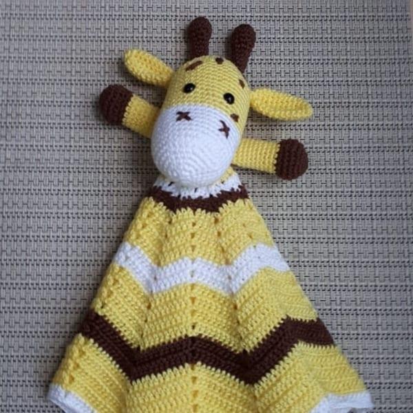Modelo de naninha de girafinha amigurumi