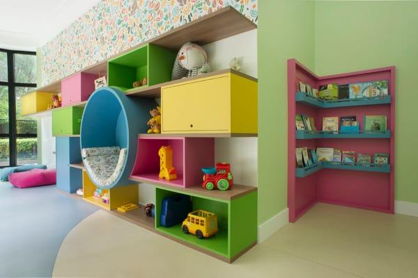 Prateleiras e nichos pra brinquedoteca 1