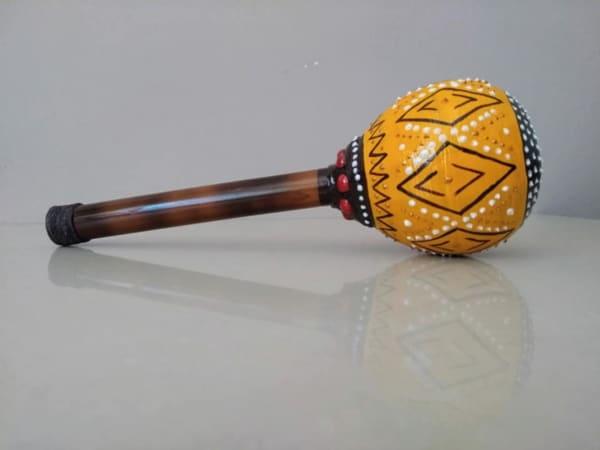 brinquedos indigenas maraca