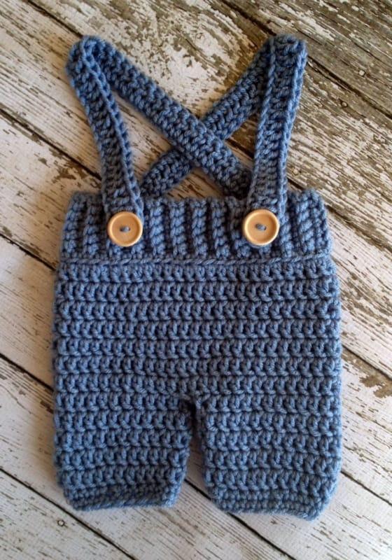 calça com suspensório de crochê para bebê
