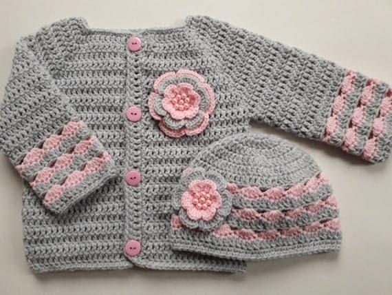 casaquinho de crochê com botões para bebê