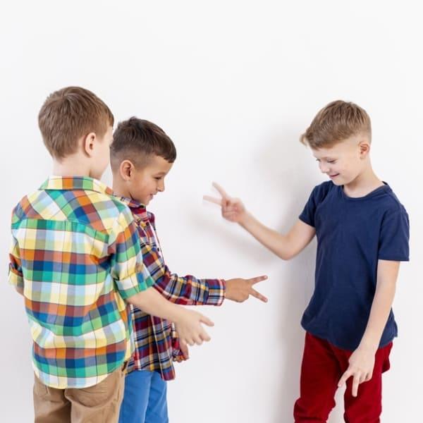 brincadeira simples com crianças
