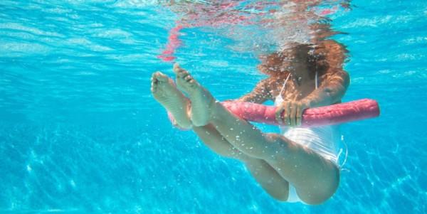 atividade na piscina para grávida