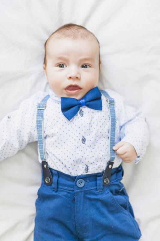 bebê vestindo gravata infantil borbolea