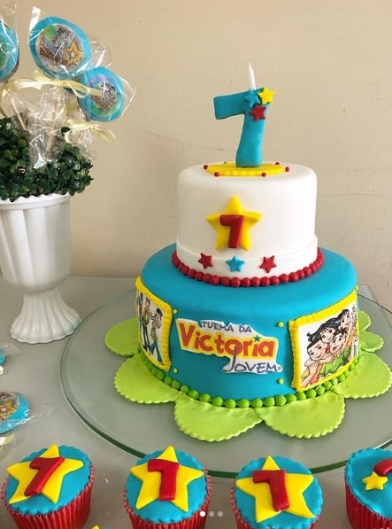 bolo de pasta americana com decoração da turma da mônica jovem