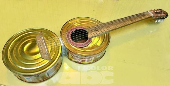 violão reciclável feito com latas