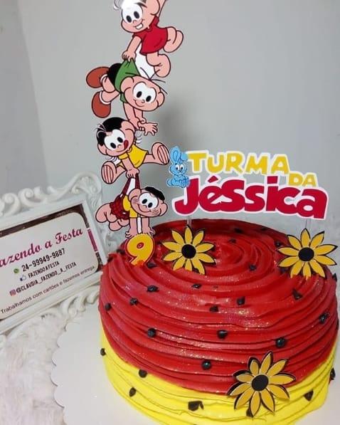 bolo simples da turma da Mônica com decoração no topo