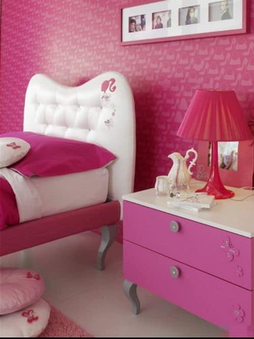 quarto da Barbie com papel de parede pink
