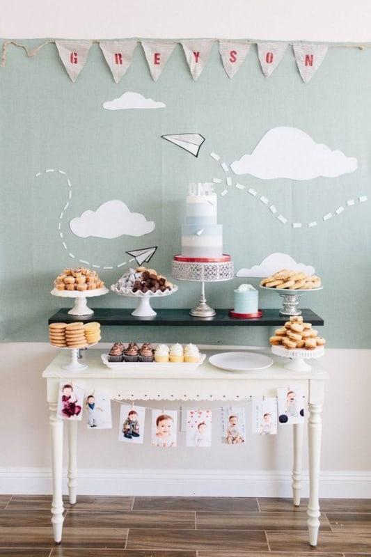decoracao com fotos para festa simples de mesversario