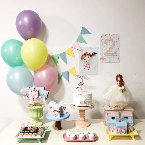 decoracao delicada e simples para mesversario de menina