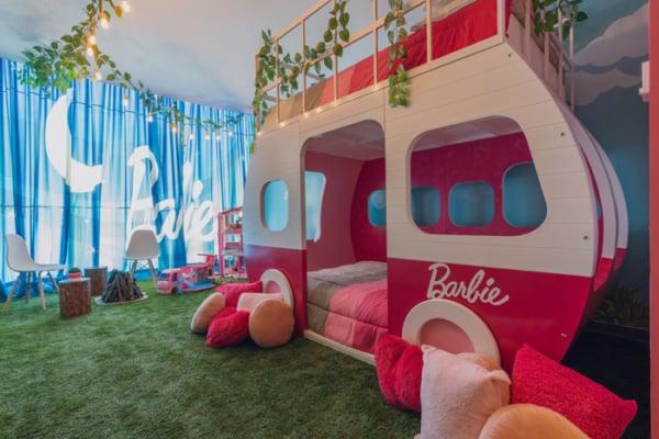 quarto de luxo com decoracao da Barbie