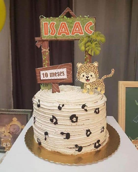 bolo simples para mesversario safari