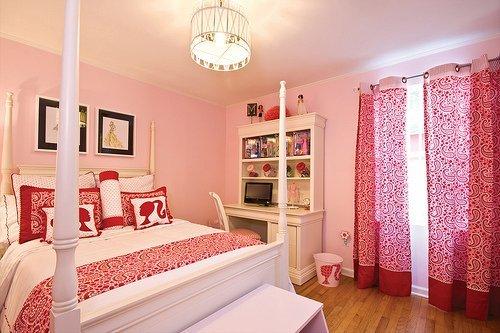 quarto com roupa de cama da Barbie