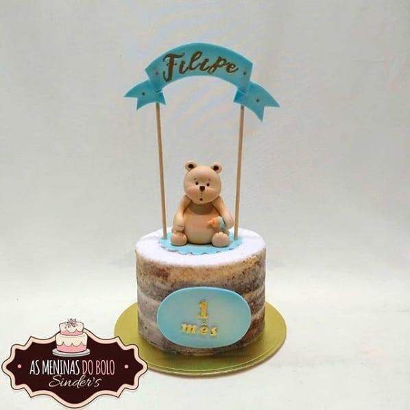 naked cake para mesversario de menino