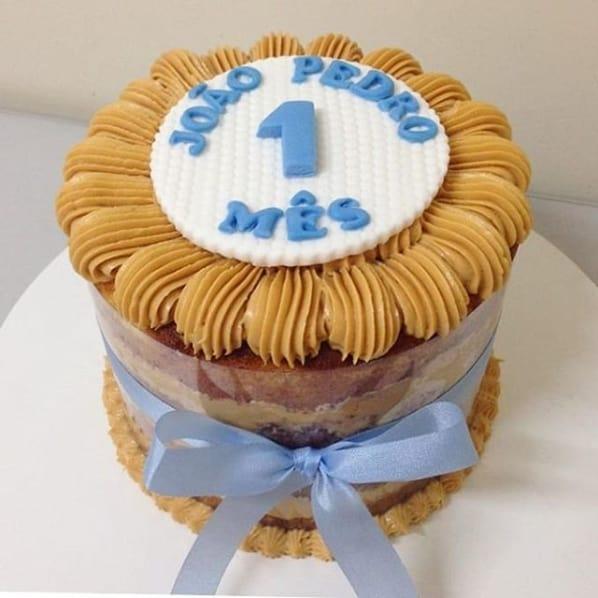 naked cake decorado em azul para mesversario