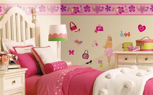 quarto infantil decorado com adesivos de parede