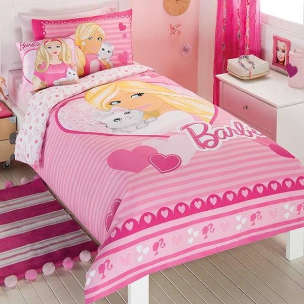 quarto infantil com roupa de cama da Barbie