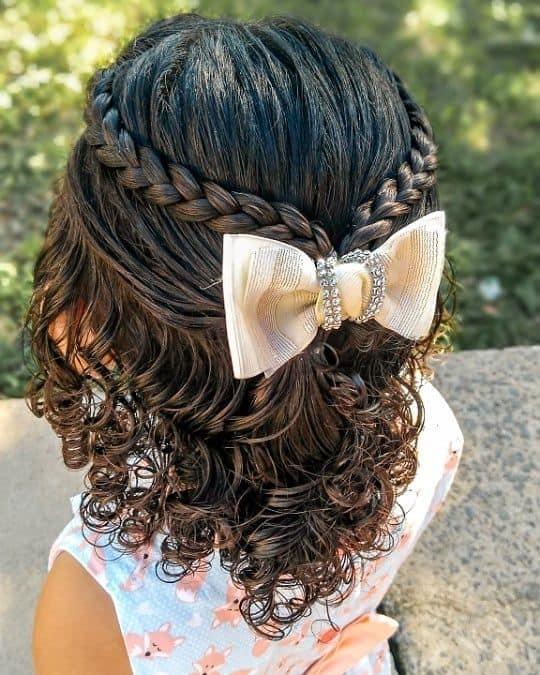penteado com tranca para cabelo cacheado infantil