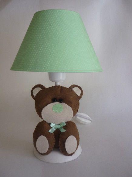 abajur verde para quarto de bebe decorado com feltro