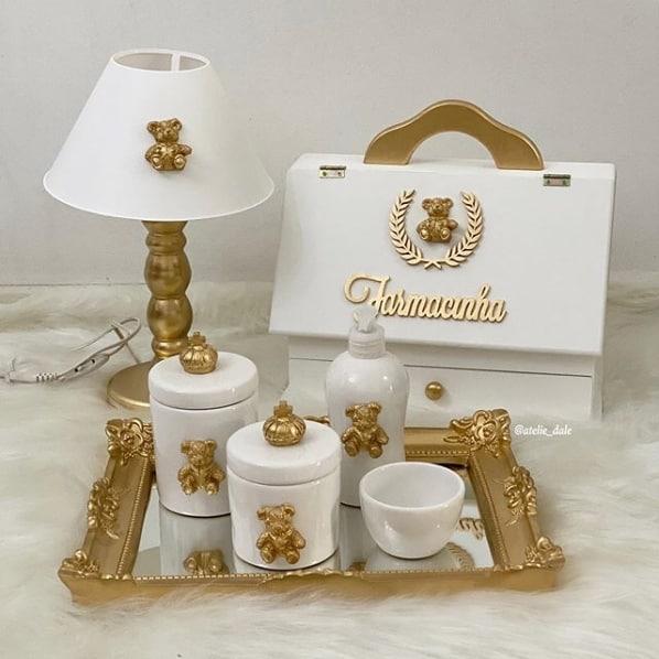 kit higiene branco decorado com ursinhos dourados