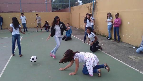 brincadeira ameba com bola