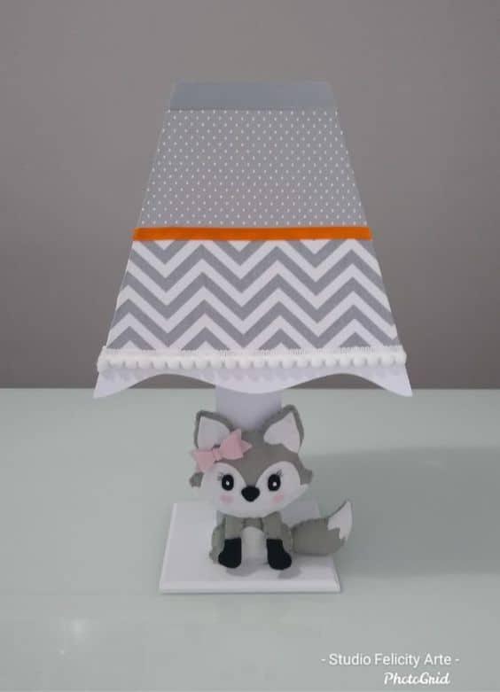 abajur de MDF para quarto de bebe decorado com tema de raposinha