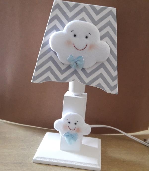 abajur cinza para bebe com tema de nuvem